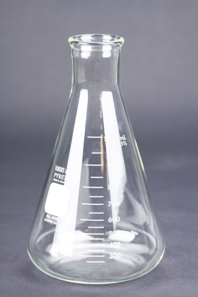1000 ml Erlenmeyer: Pyrex Flask (1)